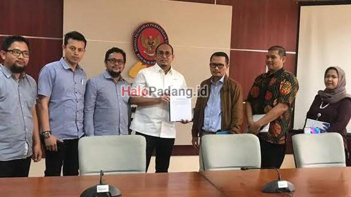 Perjuangkan Semen Lokal, KPPU Menangkan Andre Rosiade Soal Praktik Predatory Pricing 1