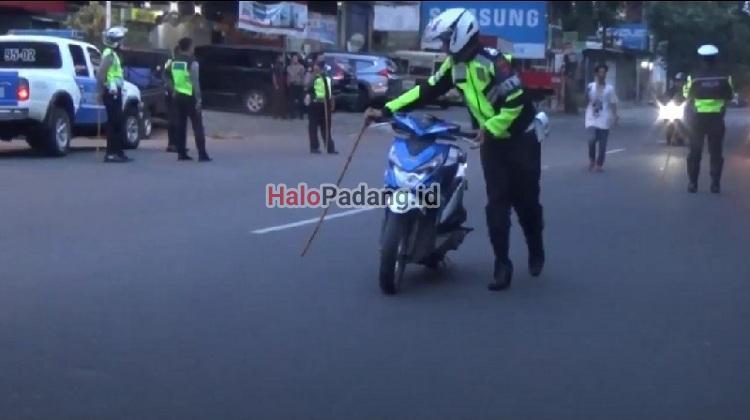 Polisi Amankan Puluhan Sepeda Motor Hasil Balap Liar di Padang 1