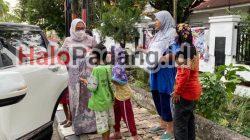 Aksi Sosial Istri Pengurus REI Sumbar Bagikan 100 Paket Takjil