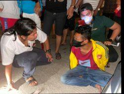 Diduga Jualan Sabu, Suami Istri Ditangkap di Depan Rumah Sendiri