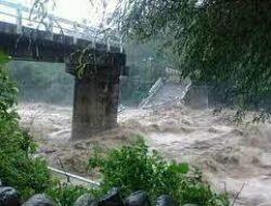 Jembatan Tua di Ampek Angkek Ambruk, Ratusan KK Kesulitan Mengakses Jalan